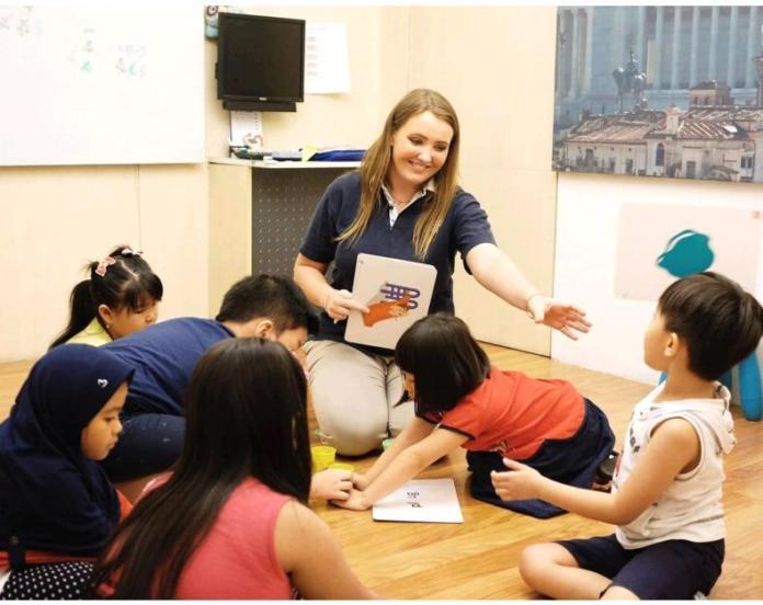 Belajar Bahasa Inggris Bersama Pengajar Terbaik Berstandar Internasional di EF English First Kediri