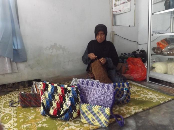 Bisnis UKM Tali Kur, Berdayakan Ibu Rumah Tangga